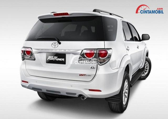 gambar bagian belakang Toyota Fortuner 2015