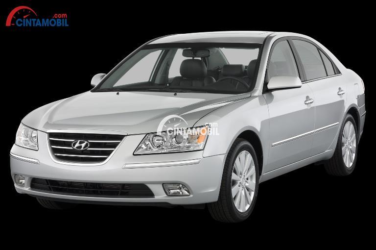 Gambar mobil Hyundai Sonata 2010 memiliki desain semi retro