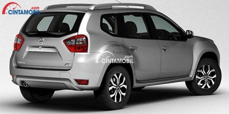 Gambar mobil Nissan Terrano 2017 berwarna silver 2017 dilihat dari sisi belakang