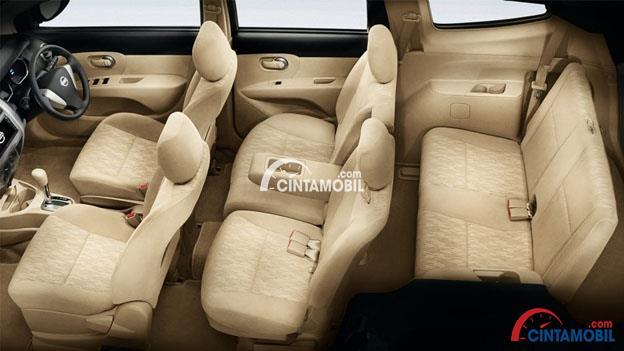 Gambar ruang kabin mobil Nissan Grand Livina 201 dengan kursi berwarna kream