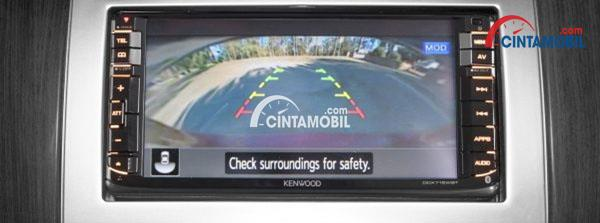 Monitor Parkir di mobil Nissan Grand Livina 2017