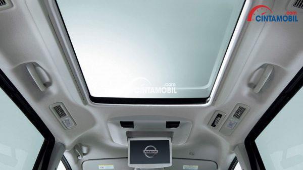 FItur Sunroof di mobil Nissan Serena 2017