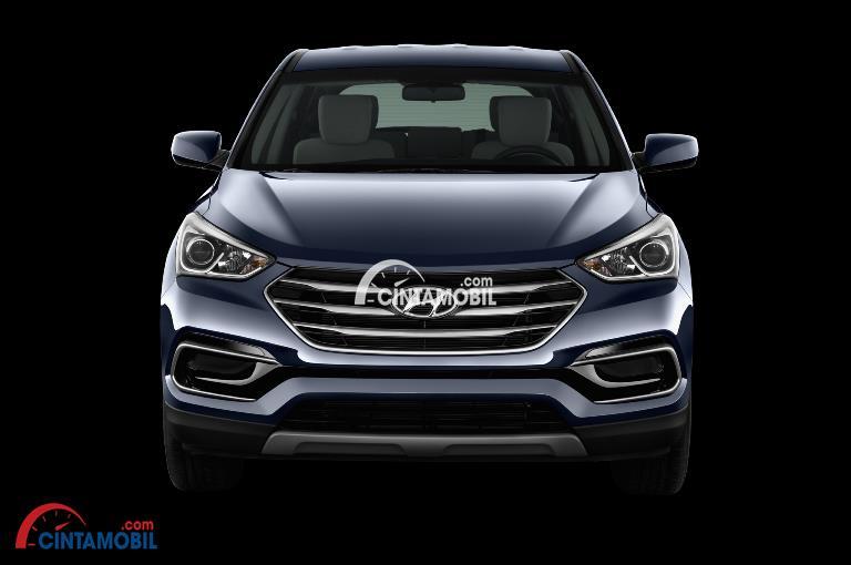 Gambar moil Hyundai Santa Fe 2017 berwarna silver dilihat dari sisi depan