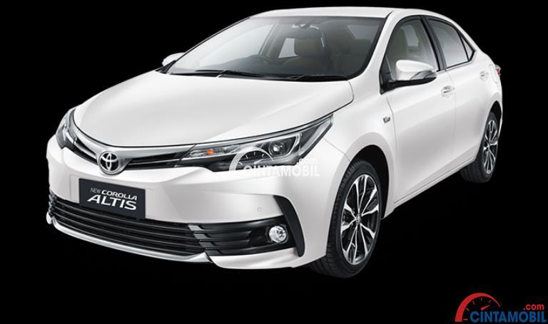 Gambar menunjukkan Toyota Corolla Altis facelift tahun 2017