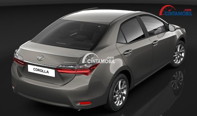 Gambar mobil Toyota Corolla Altis 2017 berwarna abu-abu dilihat dari sisi belakang