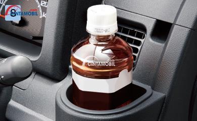Daihatsu Hijet dikemas dengan beragam fitur wadah sehingga penumpang dapat menaruh barang secara praktis yang dimana fitur ini sekaligus menjadi kelebihan dari Daihatsu Hijet