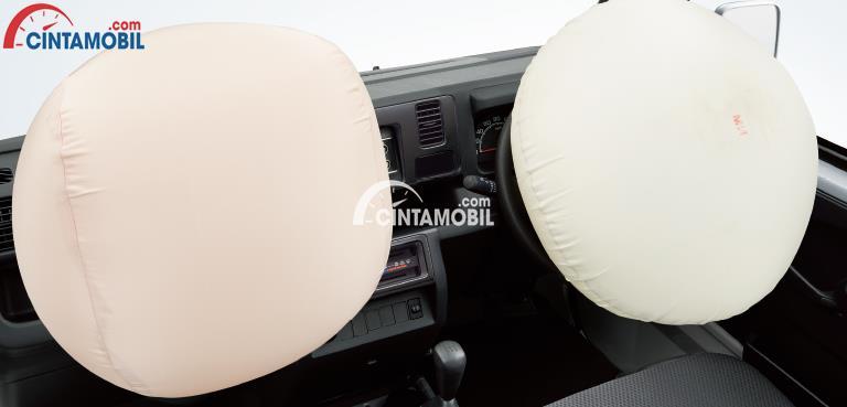 Daihatsu Hijet dilengkapi dengan fitur keselamatan yang lengkap seperti hadirnya Dual SRS Airbags yang berfungsi untuk meminimalisir dampak cidera pada penumpang ketika terjadi kecelakaan