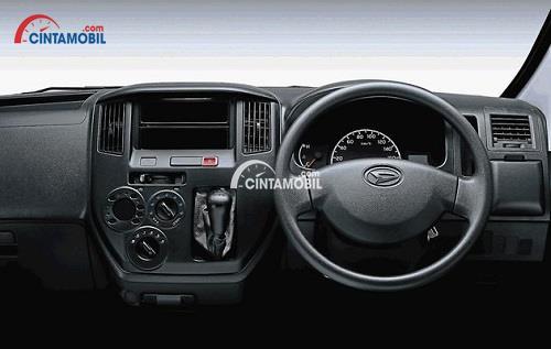 Panel Dashboard Daihatsu Gran Max menghadirkan fitur menarik seperti AC dan panel audio yang sudah mendukung format MP3 dan Radio AM/FM