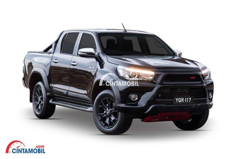 Mobil Toyota Hilux 2017 berwarna coklat dilihat dari sisi depan