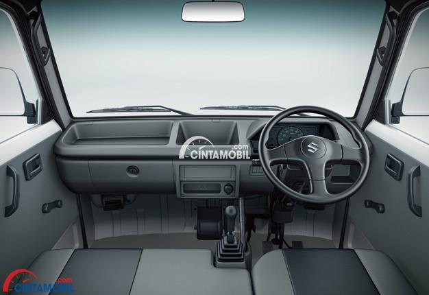 Ruang interior Suzuki Carry dikemas dengan panel audio yang mampu mengoperasikan fitur audio dan radio AM/FM sehingga seluruh penumpang dapat merasa terhibur sembari menempuh perjalanan