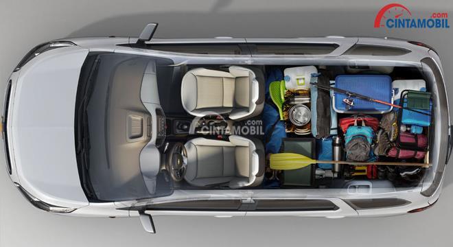 Gambar bagian interior mobil Chevrolet Spin 2017 dengan ruang kabin cukup luas dan nyaman