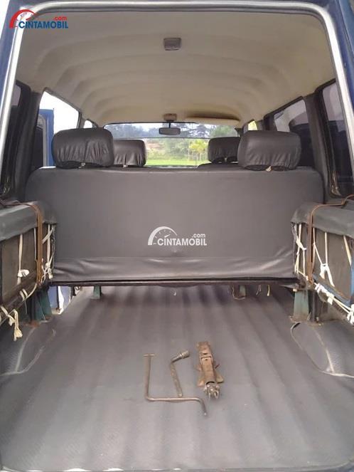 Kursi Suzuki Futura hadir dengan daya tampung yang mampu mengangkut hingga 9 orang sekaligus