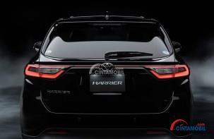 Gambar mobil Toyota Harrier 2017 berwarna hitam dilihat dari sisi belakang