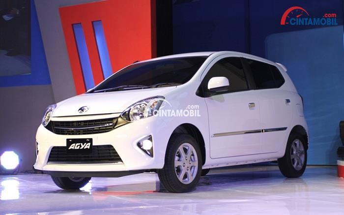 Gambar yang menunjukan mobil LCGC terbaru dari Toyota, New Toyota Agya berwarna putih