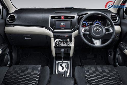 Ruang interior Toyota Rush 2018 hadir dengan fitur mumpuni seperti panel Audio berteknologi Internet