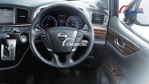 Setir Nissan Elgrand mengusung konsep praktis dan futuristik dari disematkannya tombol Audio dan Cruise Control