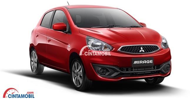 Gambar bagian eksterior mobil Mitsubishi Mirage berwarna merah