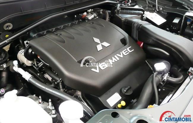 Mesin Mitsubishi Pajero Sport menawarkan dua pilihan mesin meliputi tipe bensin dan tipe diesel