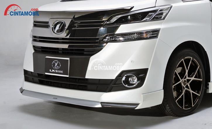 gambar bagian depan mobil Toyota Vellfire 2015 berwarna putih