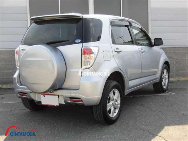 gambar bagian belakang Toyota Rush 2009