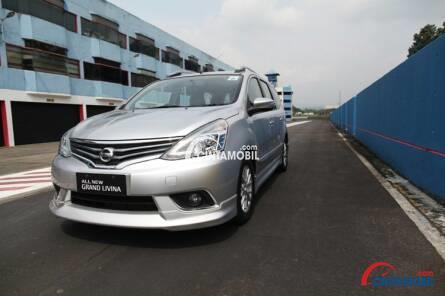 Fitur Nissan Grand Livina terasa unggul berkat hadirnya racikan teknologi ABS, EBD dan BA