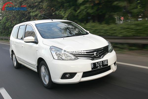 Nissan Grand Livina tipe XV dibekali dengan lampu kabut sehingga fungsi pencahayaannya tampil lebih optimal