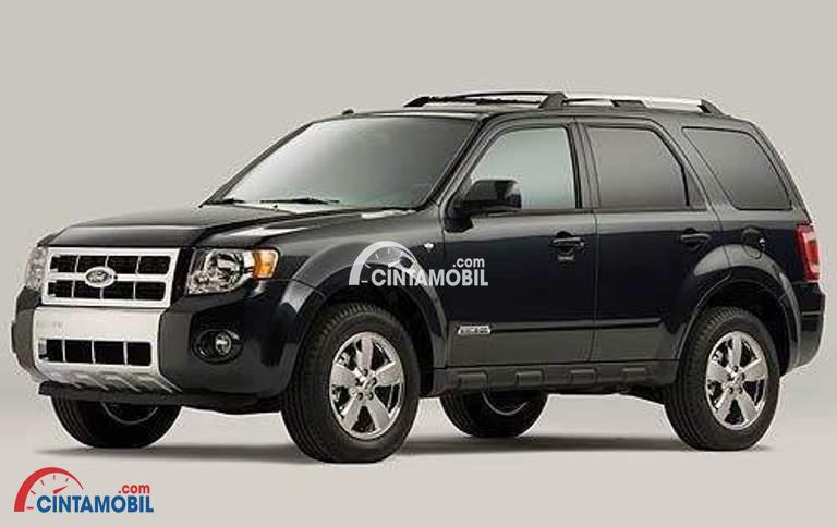 Gambar mobil Ford Escape 2008 berwarna hitam dlihat dari sisi samping