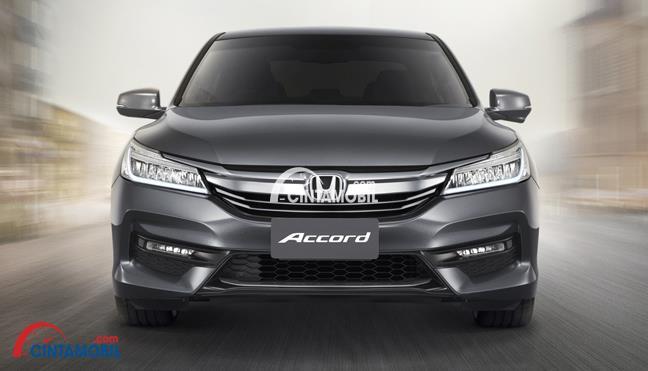 gambar bagian depan Honda Accord 2016 berwarna abu-abu