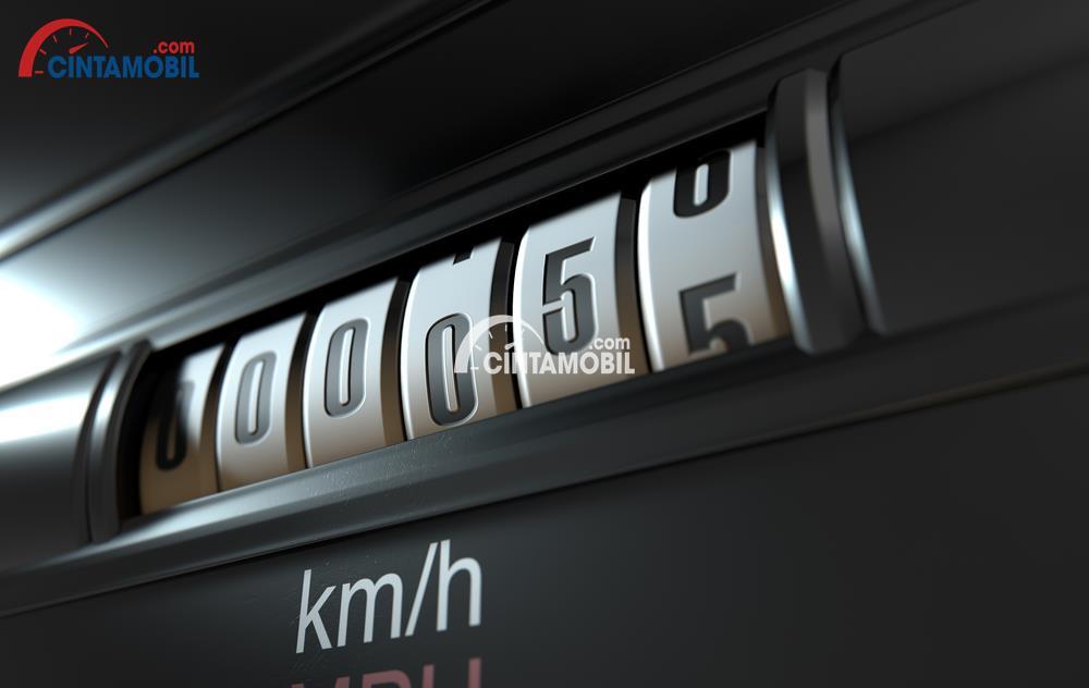 Mengetahui Apakah Odometer Mobil Bekas Sudah Dimundurkan atau Diatur