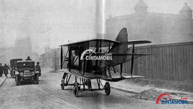 Gambar yang menunjukan mobil terbang Model 11 Aeroplane