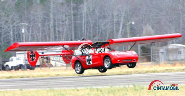 Gambar yang menunjukan mobil terbang buatan Panoz Espernate
