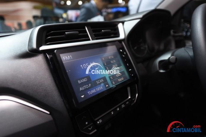 Fitur Hiburan Honda BR-V 2018 dibekali dengan pembaruan dari sektor audio yang menggunakan Floating Touchscreen