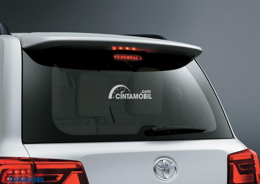 Kaca Belakang Dengan Visibilitas Luas mobil Toyota Land Cruiser 200 2016