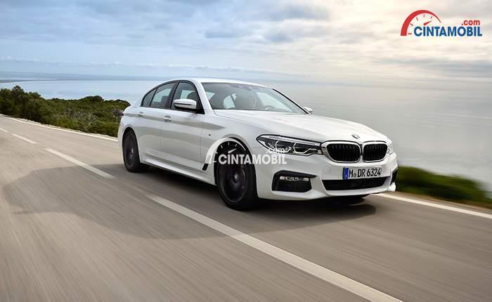Eksterior depan BMW 520d Luxury Line 2017 menggunakan Kidney Grille sehingga tampilannya menjadi lebih agresif