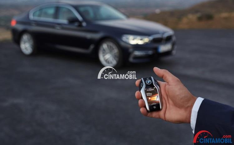 Fitur Keselamatan BMW 520d Luxury Line 2017 mengusung teknologi terbaru yakni Remote Parking