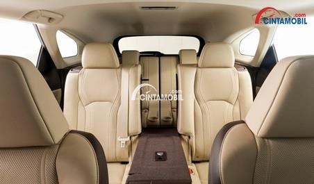 Kabin Lexus LX 570 2016 Cukup luas
