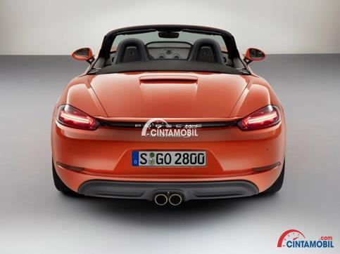 Lampu Stop Yang Menatap Dengan Tajam di mobil Porsche 718 Boxster S 2016 berwarna orange dilihat dari sisi belakang
