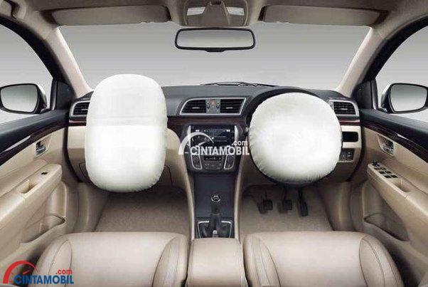 Fitur keselamatan Suzuki Ciaz 2015 dibekali Dual SRS Airbags yang mampu meminimalisir potensi cidera ketika terjadi kecelakaan