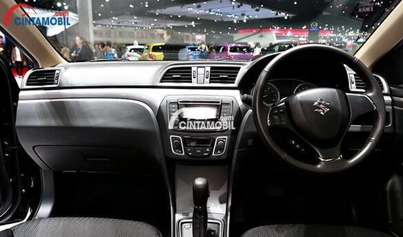 Dashboard Suzuki Ciaz 2015 menggunakan banyak fitur unggul sehingga Anda dan seluruh dapat terhibur selama menempuh perjalanan