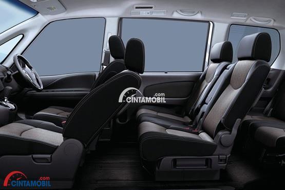 gambar ruang kabin mobil Nissan Serena HWS 2015 dengan kursi berwarna abu-abu