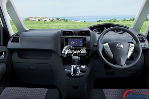 Dashboard mobil Nissan Serena HWS 2015 Terlihat Mewah
