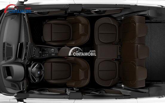 Kabin dalam di mobil BMW X1 sDrive18i xLine 2016 dengan warna utama yaitu coklat