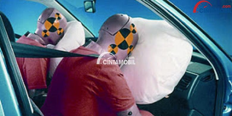 Uji coba fitur keselamatan airbag