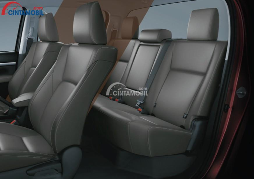 Gambar bagian kursi mobil Toyota Hilux D Cab 2017 dengan jok berwarna abu-abu