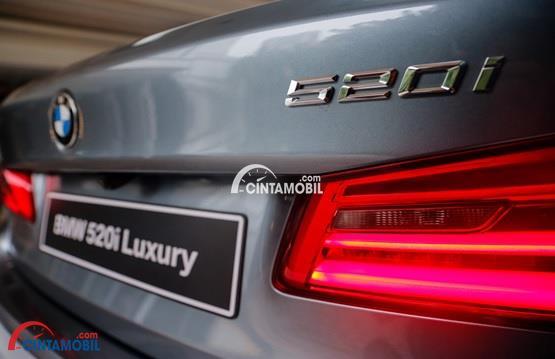 Lampu Lebih Menyipit di bagina belakang mobil BMW 520i Luxury Line 2018