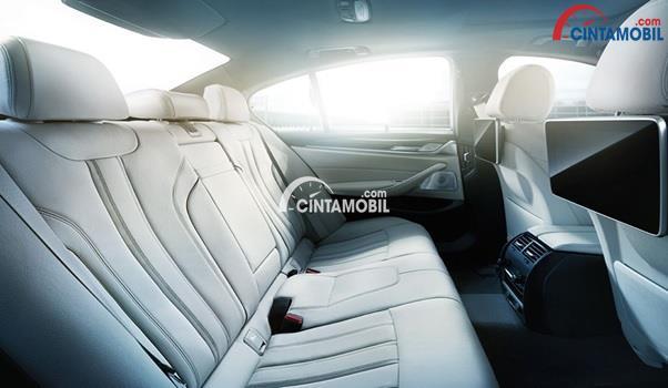 Kursi Baris Ke Dua dari mobil BMW 520i Luxury Line 2018