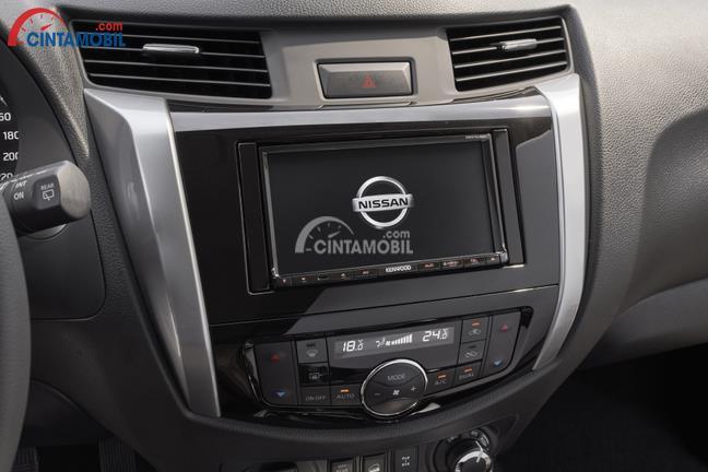 Interior Nissan Terra dikemas dengan desain minimalis dan panel Head Unit mumpuni