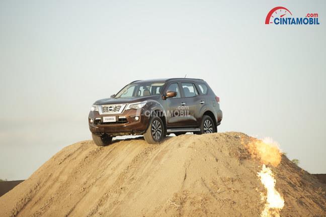 Mesin Nissan Terra tampil lebih unggul daripada kedua kompetitornya dengan memboyong mesin YD25 diesel