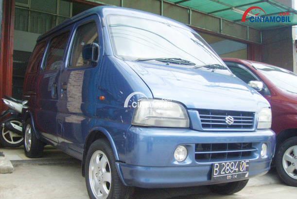 gambar bagian depan suzuki every plus 2003 berwarna biru