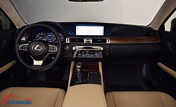 Dashboard Lexus GS 350 2012 Terlihat Lebih Panjang dibangdingkan dengan mobil lainnya